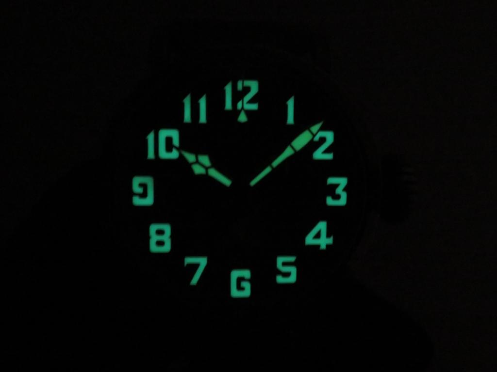 IMG_2998 暗闇でのゼニスモデルはこう見えます - CHRONOMASTER PILOT