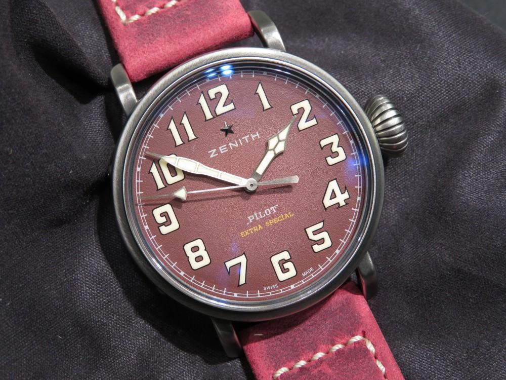 IMG_6627 赤色が特徴的なパイロットタイプ20世界限定モデル!40㎜サイズなので男女ともに愛用できます。 - PILOT