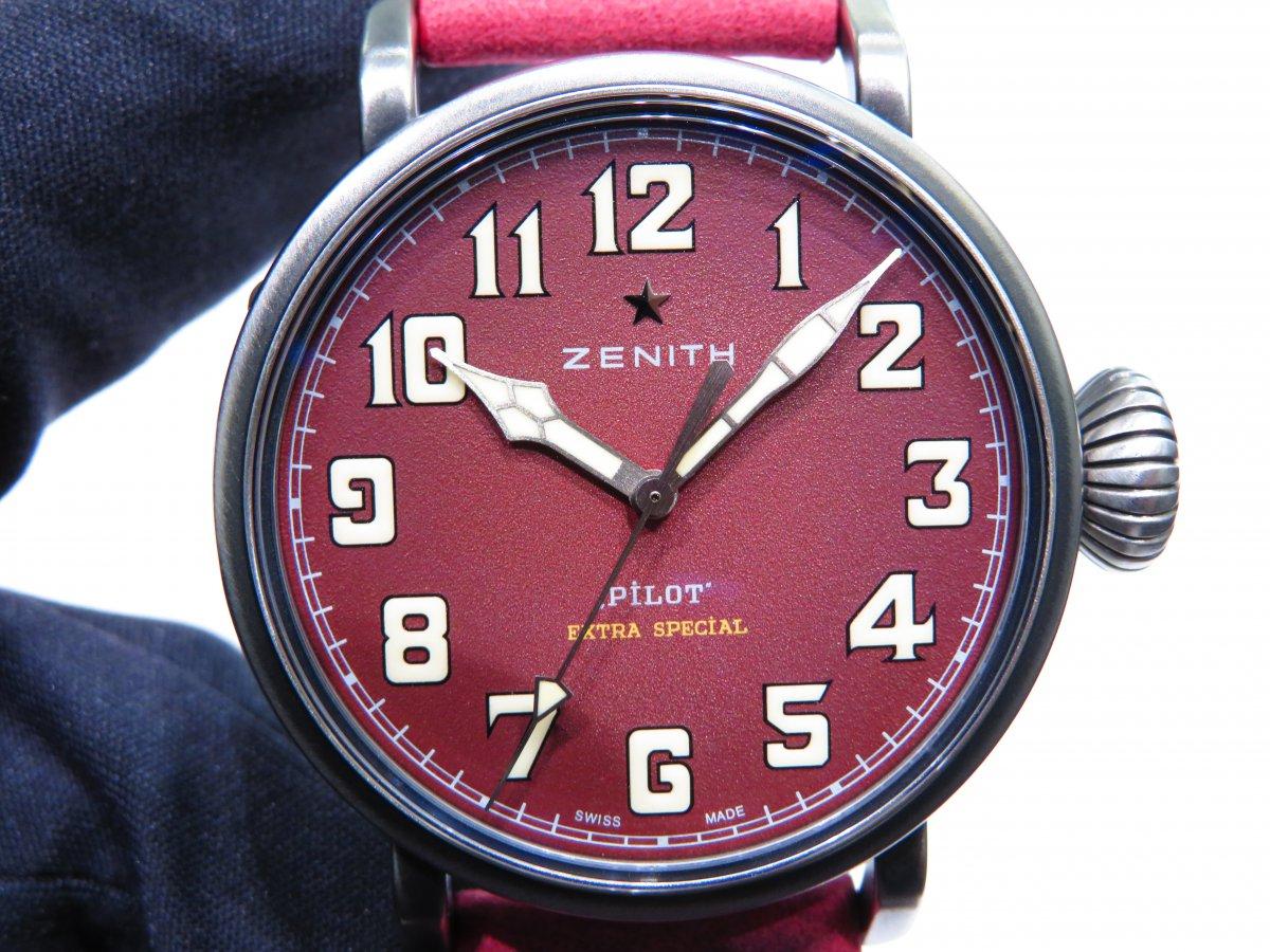 IMG_9872 バーガンディの綺麗なモデルは、小ぶりなサイズ感でさり気なく腕元に存在感を与えてくれます。 - PILOT