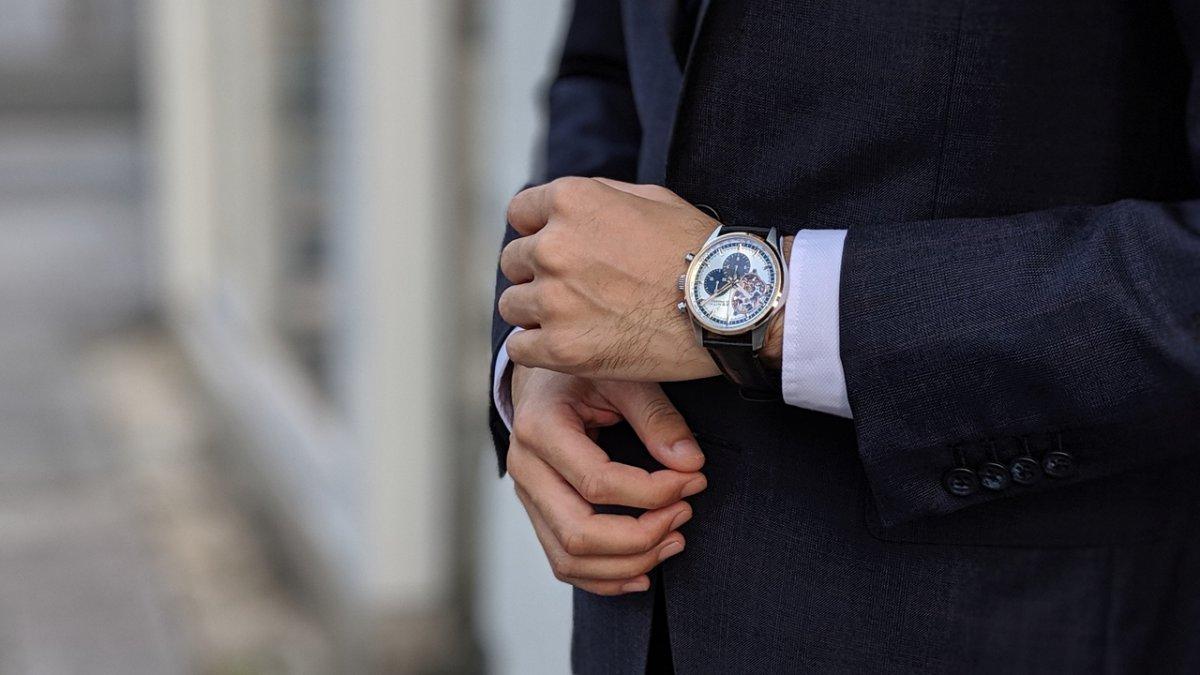 00100lPORTRAIT_00100_BURST20191013160010489_COVER 金無垢の時計に憧れるけど… - CHRONOMASTER