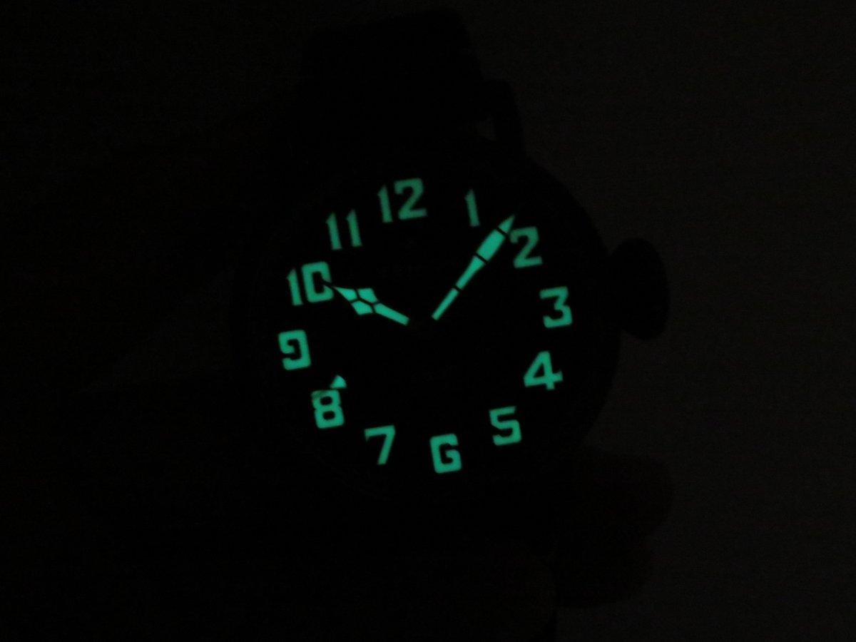 IMG_0469 高い視認性で暗闇でも見やすい!ブラックの男性らしいパイロットウォッチ。 - PILOT