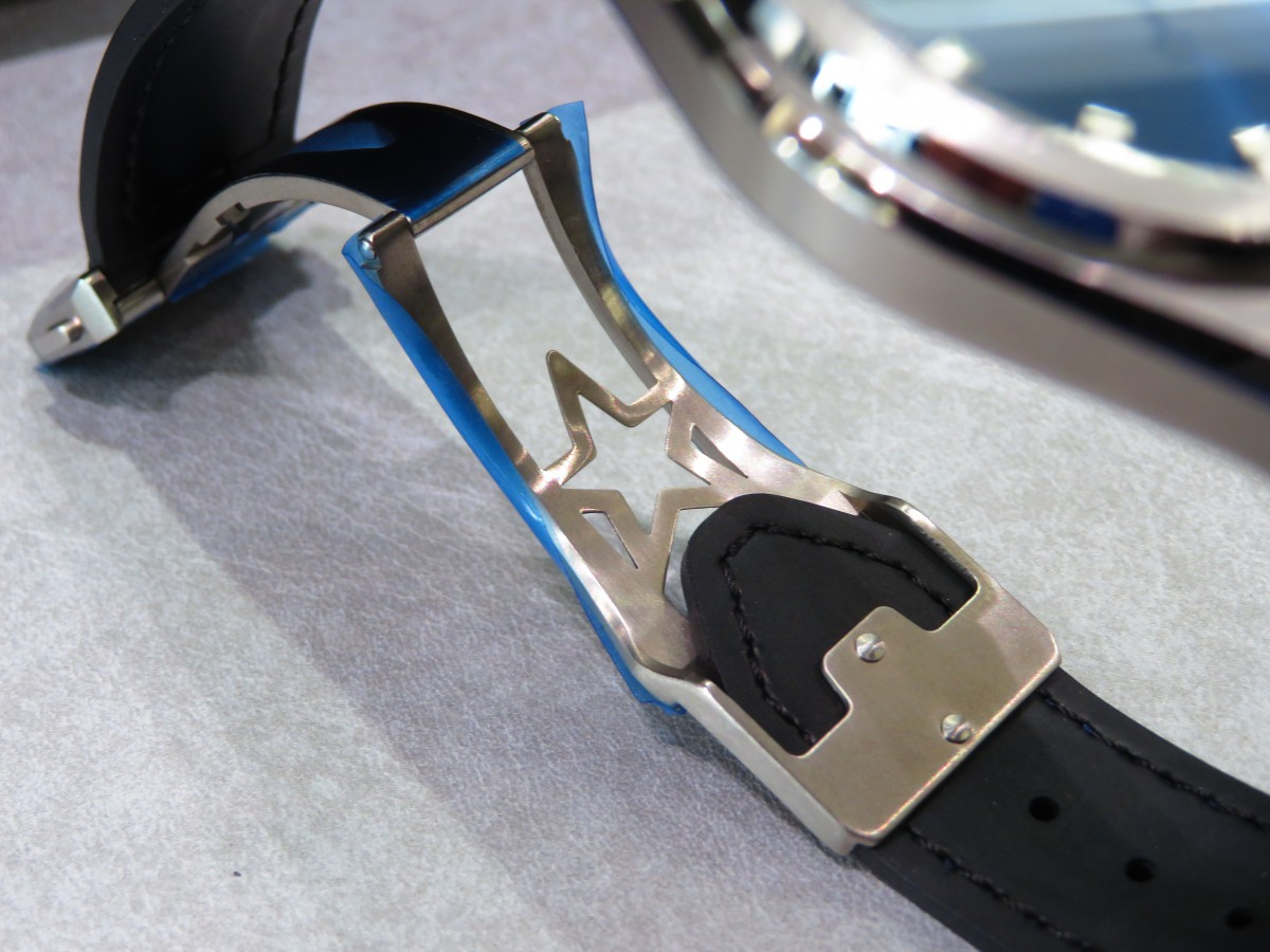 IMG_1730 爽やかなブルー文字盤を備えた着け心地良いモデル、デファイクラシック - DEFY