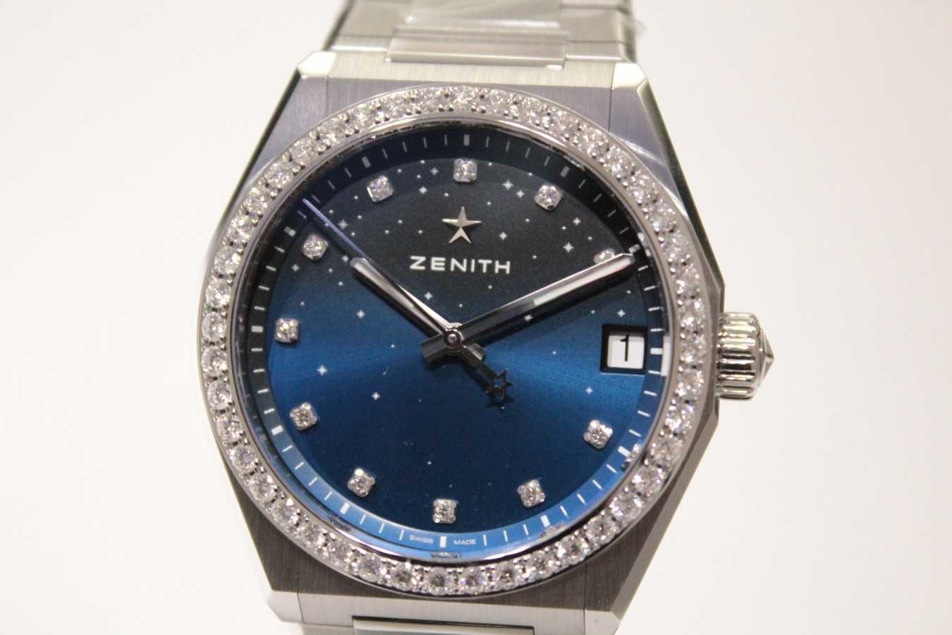 IMG_5143 新作「デファイ ミッドナイト」からダイヤモンドをあしらった綺麗なモデルが入荷しました! - DEFY